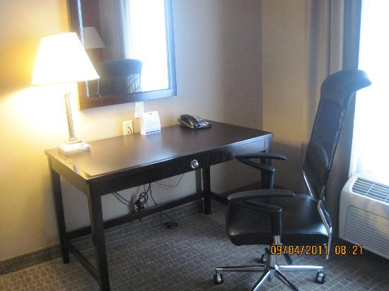 Holiday Inn Express Hotel & Suites Woodstock: great work space