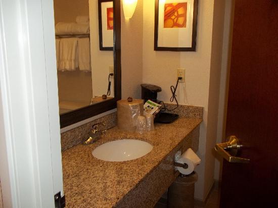 Red Roof Inn Tupelo : vanity area