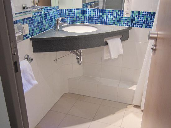 Holiday Inn Express Munich Airport: Nice bathroom