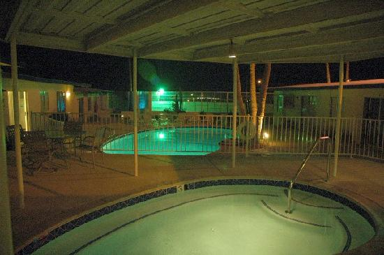 Living Waters Clothing-optional Spa: Mineral water pools at night