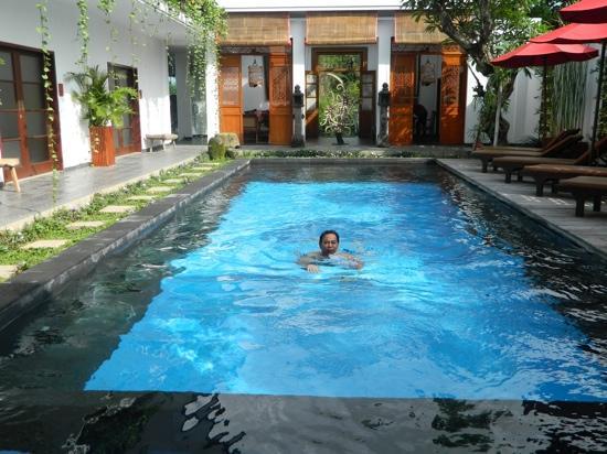 Kamar Kamar Rumah Tamu: Lobby view from my room