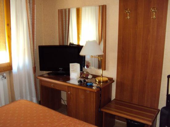 Hotel Il Duca: Vista interior de la habitación