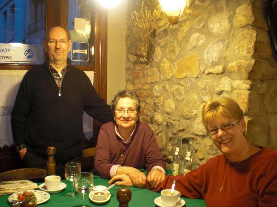 Fonda Cal Blasi: Proprietors Carles, Carme, with De