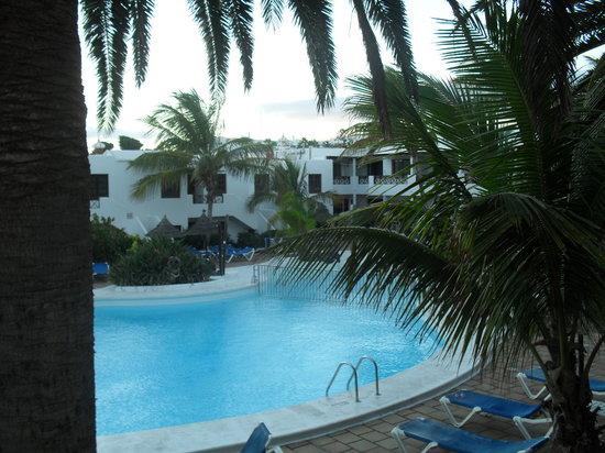 Apartamentos Kontiki Club: view of the pool from our apartment