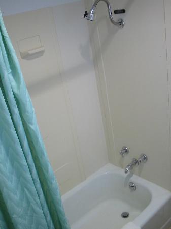 Robin Hood Motel: sink Robinhood motel Raton Nm 11-2011