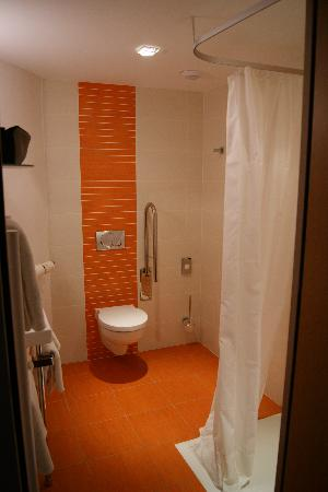 BEST WESTERN La Joliette: Bathroom