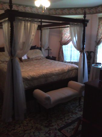 Rose Bed Inn Bed & Breakfast: The Medallion