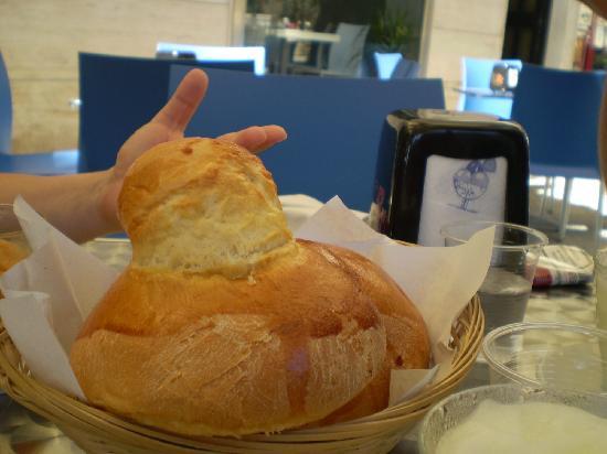 Blue Sky Cafe: Granita und dazu eine riesige Brioche