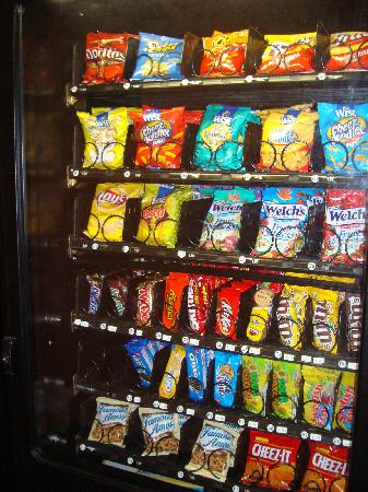 Howard Johnson Inn Jamaica JFK Airport NYC: CANDY/CHIPS/VENDING MACHINE