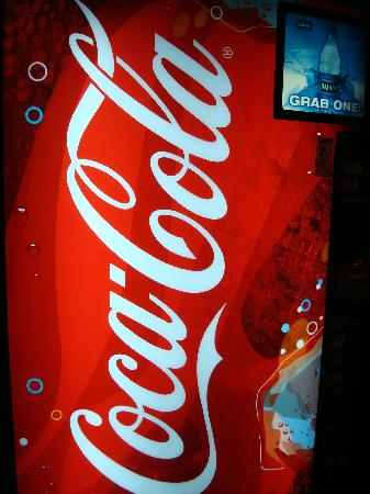 Howard Johnson Inn Jamaica JFK Airport NYC: COLD DRINKS MACHINE