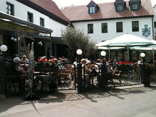 Photo of German Restaurant Alte Rheinfahre at Fahrerweg 22, Düsseldorf, Germany