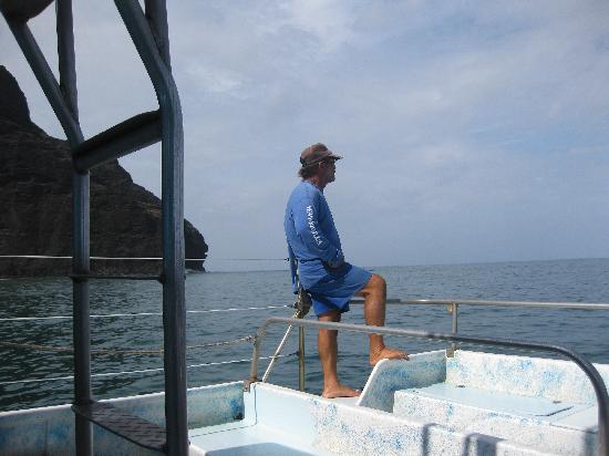 Catamaran Kahanu: Captain Lani guarding his snorkelers