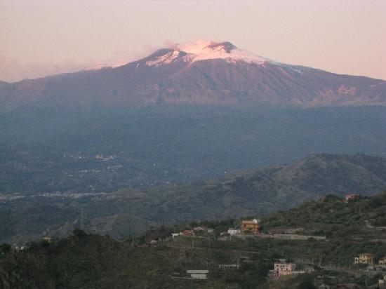 Mediterranee Hotel: View of Etna from balcony