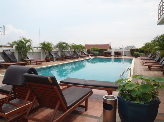 Rambuttri Village Inn & Plaza: Rooftop pool