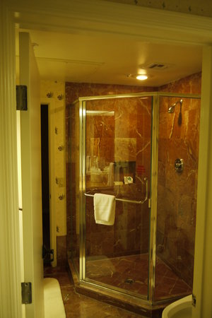 Legacy Golf Resort: Shower