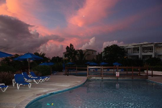 بيتش فيو: Sunset over Beachview