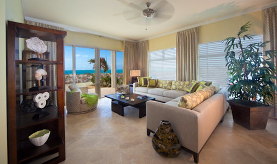 The Venetian on Grace Bay: Gorgeous oceanfront living room area