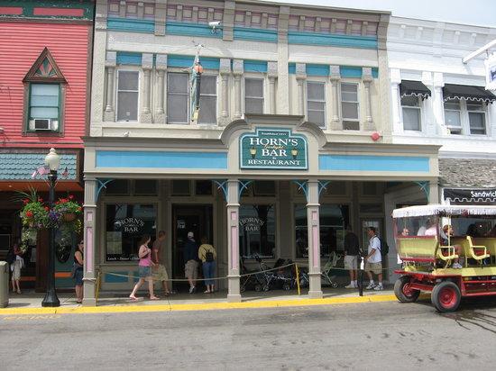 Horn's Gaslight Bar & Restaurant: Horn's