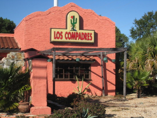 Los Compadres Mexican Restaurant: From the street