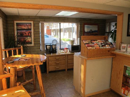 Rustic Inn: the lobby