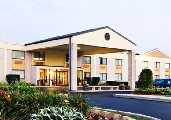 Quality Inn & Suites in Gettysburg: Front of Comfort Inn Gettysburg