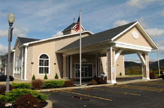 BEST WESTERN PLUS Cooperstown Inn & Suites: Best Western Fascade