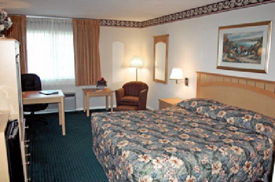 Best Western Cooperstown Inn & Suites: Our room