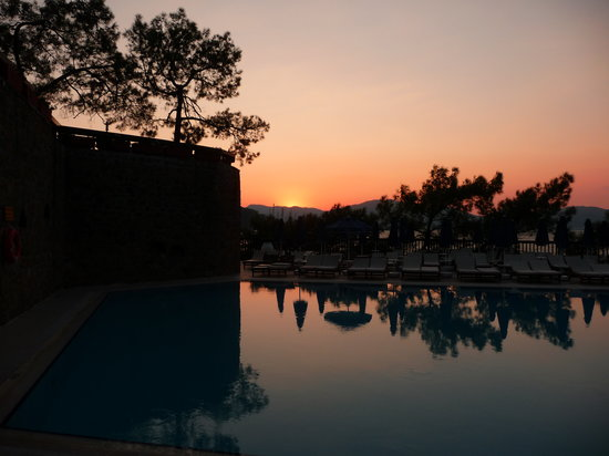Marmaris Imperial Hotel: Sunset over the hotel