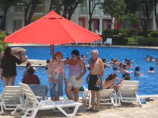 Royal Decameron Salinitas: En la piscina