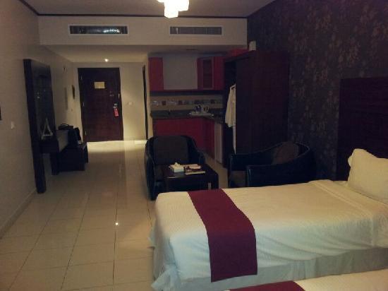 Mercure Value Riyadh : Spacious room with kitchen