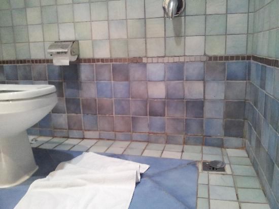 Mercure Value Riyadh : Bathroom need renovation