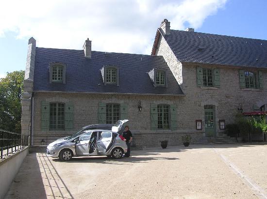 Le Gasseau Restaurant & Hôtel de Charme : Hotel parking