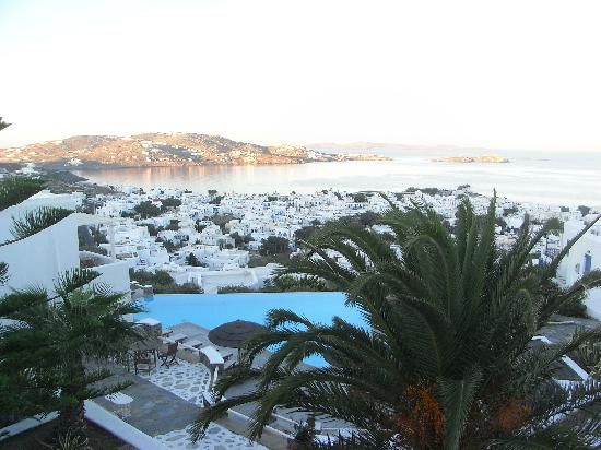 Vencia Hotel: View of Mykonos from room balcony