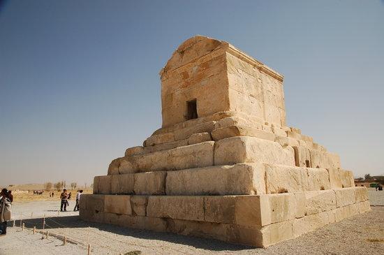 Pasargad, อิหร่าน: Túmulo de Ciro II, o Grande