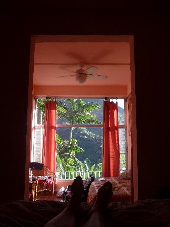 Casa Cubuy Ecolodge: Looking out from our bed in #8
