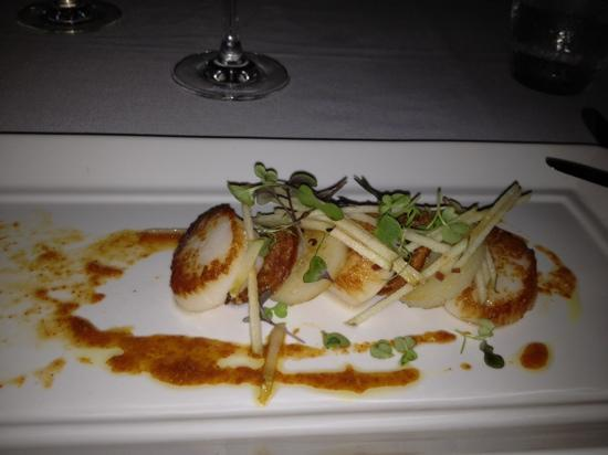 Treehouse Restaurant: scallop with chorizo and reef sauce - delicious