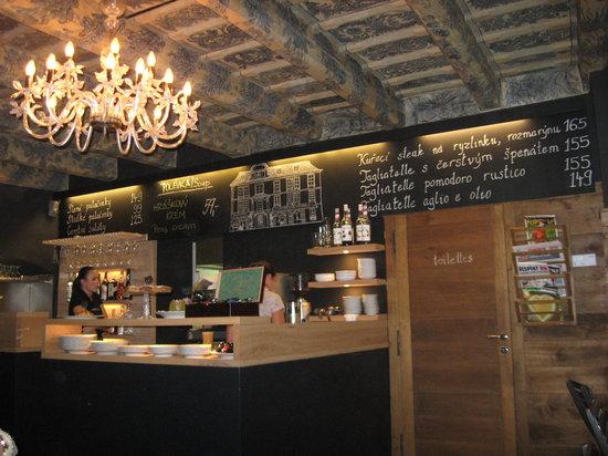 Cukr Kava Limonada : Main seating area
