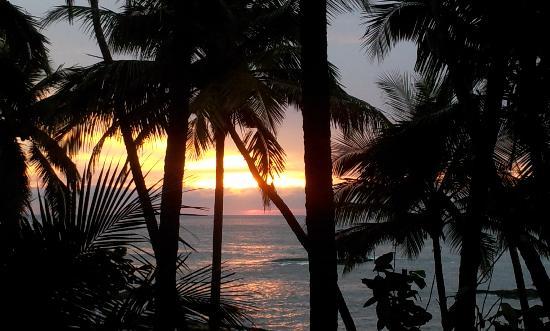 Ezhara Beach House: Sunset at EBH