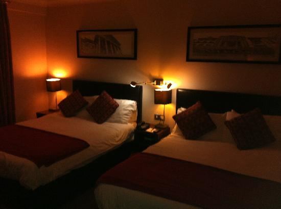 Clayton Hotel Silver Springs: Twin Double Beds