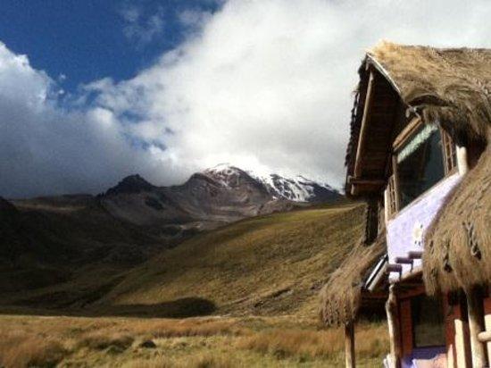 Estrella del Chimborazo: view to Chimbarazo and chalet on the right