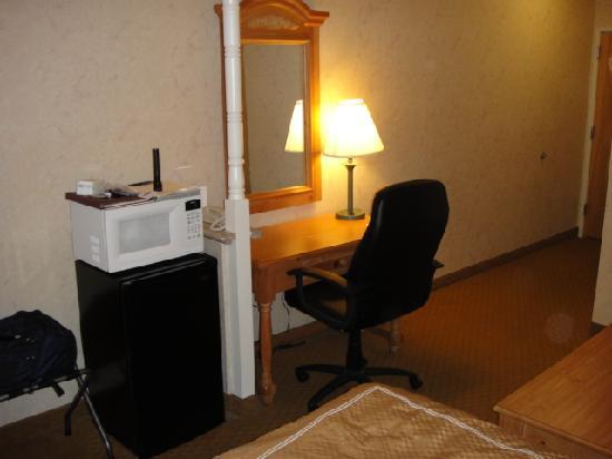 Comfort Suites: Desk