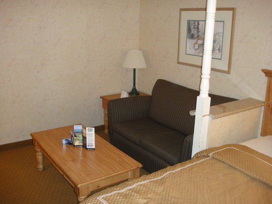 Comfort Suites: Couch