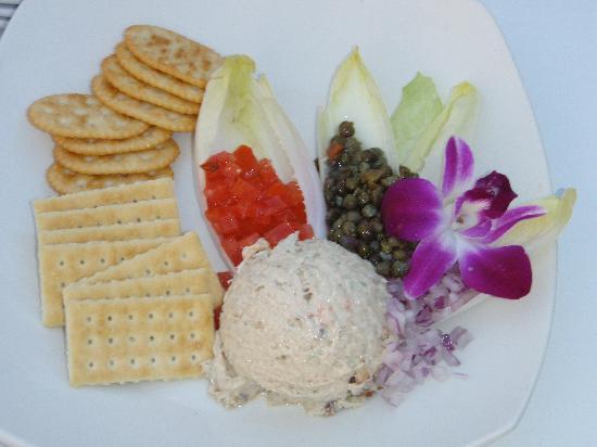 Beach House Restaurant: Smoked fish and crackers