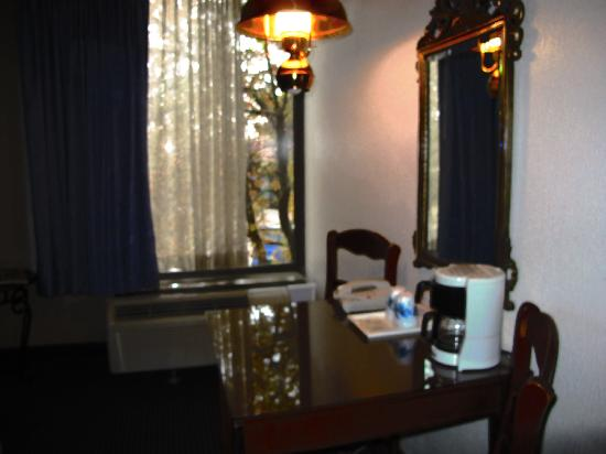 Rodeway Inn & Suites Boulder Broker: great room