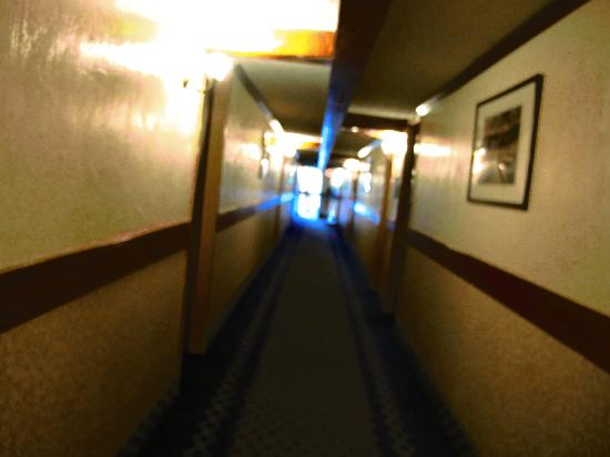 Rodeway Inn & Suites Boulder Broker: this is the hallway