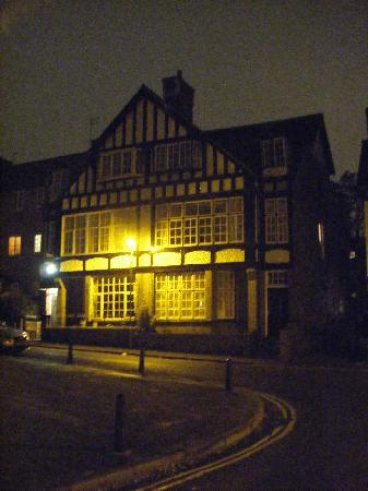 St. Raphael Guest House: St Raphael at night