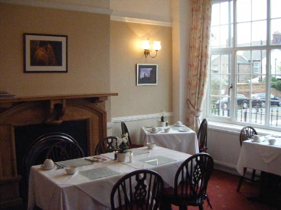 St. Raphael Guest House: Dom and Zoe's lovely dining room