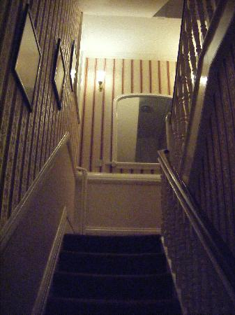 St. Raphael Guest House: Stairway featuring beautiful photos of York