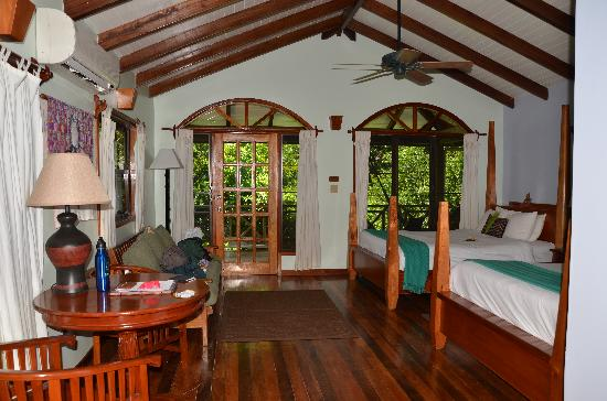 Hamanasi Adventure and Dive Resort: Interior of treehouse!!