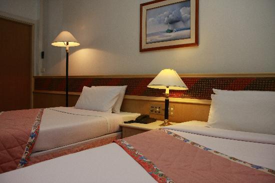 Tanyong Hotel Narathiwat : Twin Duluxe Room
